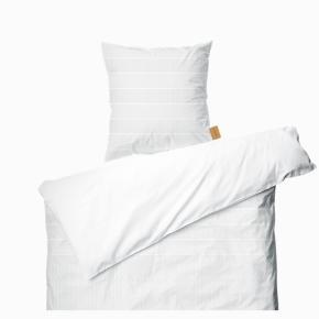 2x sengesæt fra Juna sælges. Nyprisen var 1300kr for begge sæt og jeg vil gerne sælge det samlet for 500kr.  Sengesættet er 100% bomuld og måler 140x200cm. BYD 🥰🌟