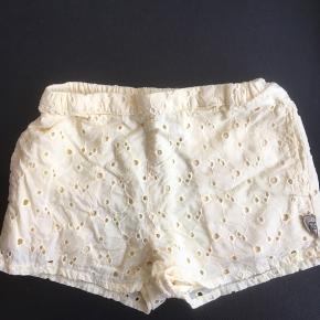 Shorts fra pompdelux, brugt få gange, fejler intet. Fra røg og dyrefrit hjem.