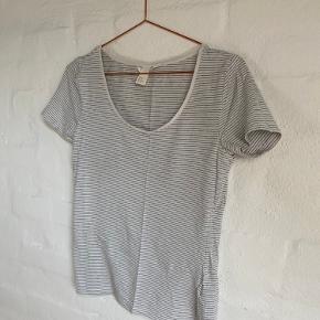 blå/hvid stribet t-shirt fra H&M (sælges fordi jeg rydder ud i den stribede del af garderoben 😉)