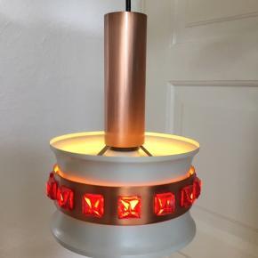 Smuk vintage loftslampe. Ingen skader, virker perfekt.  Diameter: 20 cm Højde: 26 cm