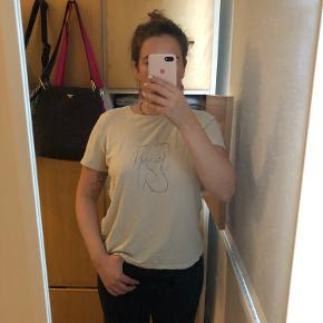 Fin t-shirt med kvindekrop
