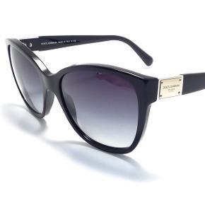 Dolce & Gabbana Sunglasses Model: DG 4195 5018G - black Brugt et par gange, men stadig i rigtig god stand! Sælges da jeg ikke får dem brugt.  Nypris 2000kr. Sælges for 100 kr.  Ægthedsbevis, box, etui osv medfølger. Kvittering haves desværre ikke længere.  Kan prøves/afhentes på Nørrebro, Kbh.  Ved forsendelse betaler modtager Porto. Kom gerne med kvalificerede bud, spørg for info og flere billeder.