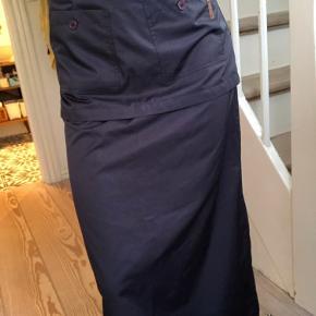 Fin enkel vintage nederdel i en mørkeblå