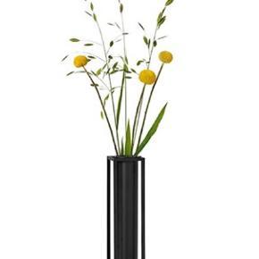 Sælger denne vase fra by Lassen den har aldrig været brugt. Pris 500 kr kan sendes på købers regning.