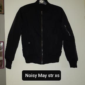Noisy may jakke