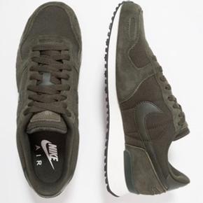 Så fine Nike air vortex army grøn str 42  Brugt en gang  Desværre for små  Køber betaler Porto og evt gebyr til tradono  Sender med dao