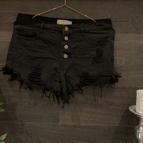 Forskellige shorts sælges. Str small. Priser fra 100kr skriv ved interesse 🤗