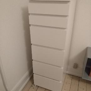 """IKEA """"Malm"""" kommode. Under et år gammel. Fejler intet, næsten som ny. 40 x 123 cm. Leveres ikke."""