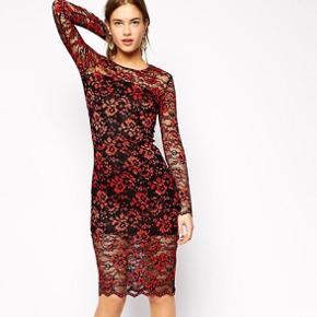 Overvejer at sælge denne røde lace dress fra Ganni. Stort set ikke brugt. Kom med et bud.