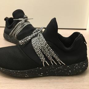 Meget behagelige sko fra Arkk Copenhagen  Np: 800 kr   byd