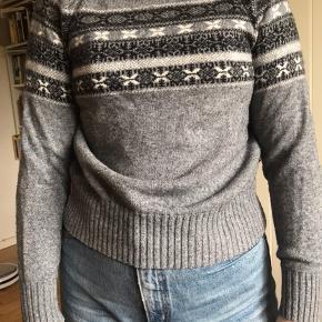 Str M, men er dsv skrumpet lidt i vask, så svarer nu til xs-s efter ønsket fit. Lækker sweater af 50% lammeuld og 50% bomuld.   Skriv for flere billeder🌞  Er fleksibel ift. priser💚