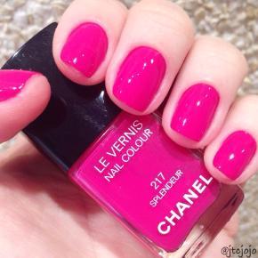 """Fin farve fra Chanel: 217 Splendeur .  Kanten går et lille stykke over teksten """"217"""" så der er ca 1/3 tilbage. Toplåg med lidt slid i form af lak og ridser medfølger. Æske medfølger ikke.  Se også alle mine andre annoncer."""