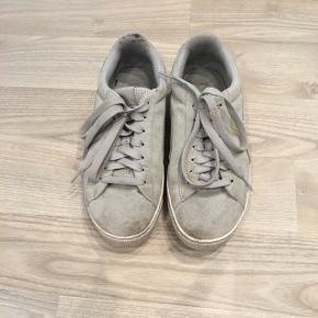 Fine grå Puma sko brugt et Par gange :-)