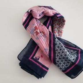 Unmade Copenhagen tørklæde