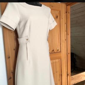 SAND Kjole eller nederdel