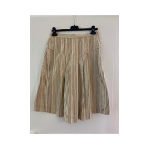 Fin nederdel i rigtig god stand, passer en str M, rützou    #30dayssellout
