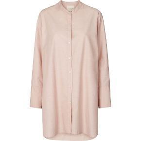 Fin lang skjorte fra Lollys Laundry. I butikkerne nu. Nypris 600. Stadig med tags