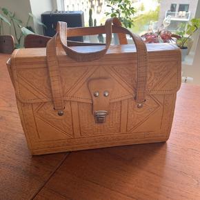 Smuk vintage taske med de flotteste deltaljer 💛