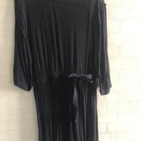 Smule kjole. Kan strammes ind i taljen ✨