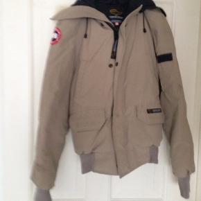 2•s passer en str x small til medium kort jakke, men man skiller ikke ved f eks cykling. Ny pris 5099kr