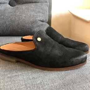 Brand: Copenhagen shoes Varetype: Loafers Farve: SORT Oprindelig købspris: 599 kr.  Lækker skindloafers der desværre ikke passer mig. Kun prøvet på indendørs. Bytter ikke og handler kun med mobilepay. Sender med Dao