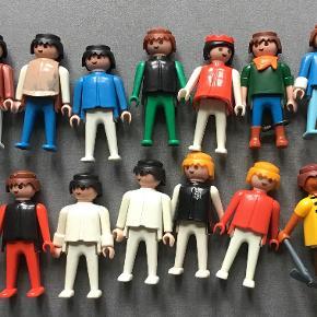 Playmobil. 7 billeder. Hvert billed koster 100 kr, består af ca 20 dele.