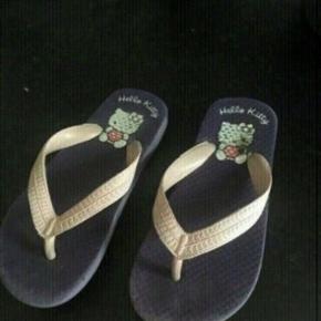 Hello kitty sandaler 27  -fast pris -køb 4 annoncer og den billigste er gratis - kan afhentes på Mimersgade 111 - sender gerne hvis du betaler Porto - mødes ikke andre steder - bytter ikke