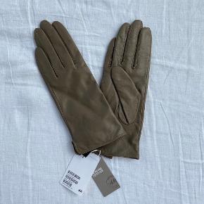 H&m Premium Læderhandsker i beige farve  Str. Small men er meget smal i modellen Aldrig brugt med prismærke på  Uden for