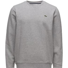 👕Lacoste Sweatshirt  👔Den er en str M  💸Nypris var 500kr  💳Sælges for 250  📦Fragt er 33kr med DAO 365