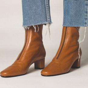 Overvejer at sælge mine Neva Brown støvler fra By Far.