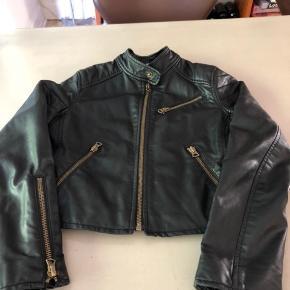 Super skøn jakke med de fineste detaljer og i rigtig fin stand