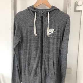 Lækker hoodie fra Nike. Np: 480 kr