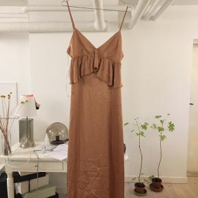 Super fin silkeagtig kjole fra hm aldrig brugt Kan mødes i Kbh eller sende hvor køberen betaler fragten