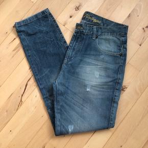 Jeans fra Sams i str. L, længde 32. Det er en regular model.