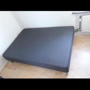 Står som ny. Ingen skader eller skrammer.  Yderst behagelig 3/4 seng! Næsten ikke brugt! Nypris 5000 kr.