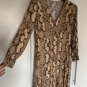 Kjole fra H&M.  Bemærk, Jeg har klippet mærket i nakken af.