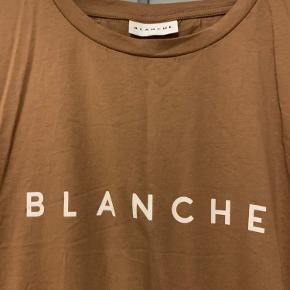 Skøn t-shirt i lækker kvalitet.... Vasket og brugt 1 gang Bytter ikke, mindstepris 125 kr