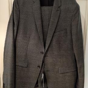 Lækkert ubrugt jakkesæt fra Matinique Str 52 Nypris 3600 kr.