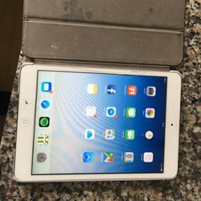iPad mini 1. Wifi 16 GB fungere fint men trænger til ny skærm.  BYD