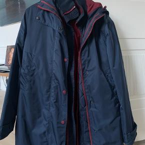 2 i 1 jakke fra ganni, kan benyttes som 1 jakke men også som 2 forskellige:)