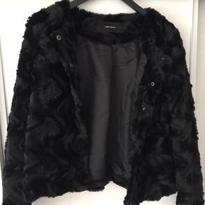 Denne fake fur jakke fra vero moda, sælges da det var et impulskøb, jeg ikke behøvede.