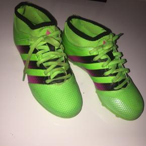 Fodbold sko, 150 kr ellers byd modtages gerne :-)