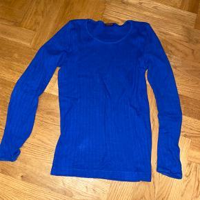Blå Nørgaard på Strøget langærmet t-shirt. Brugt få gange, vasket 1 gang.