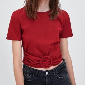 FIn rød trøje fra Zara, aldrig brugt prismærke på.  Ny pris : 129kr Kom med et bud (: