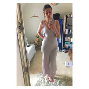 Overvejer at sælge denne kjole, hvis det rigtige bud kommer 🙏✨