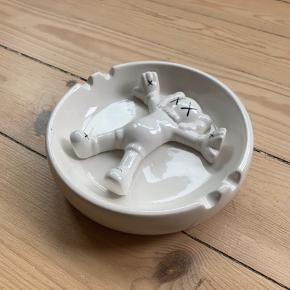 KAWS // ORIGINAL FAKE ASHTRAY  Been on a shelf for years.  9/10 in condition.  NOT SUPREME, BAPE, YEEZY, PALACE, CDG