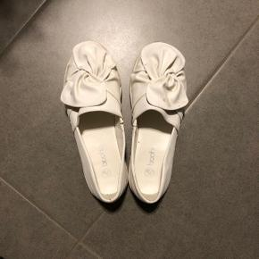 Fine sko fra Boohoo Str: 38 Prisen er ikke fast, så byd endelig :)