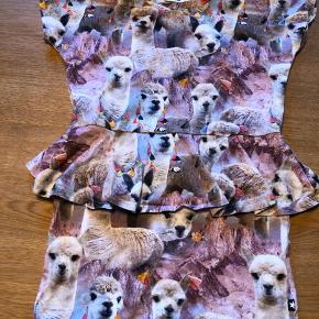 Vasket en gange neutral men aldrig brugt. Den fineste kjole ever! Bemærk det er en 98-104❤️