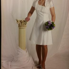 Lily konfirmationskjole str 36 inkl bolero, renset og klar til brug