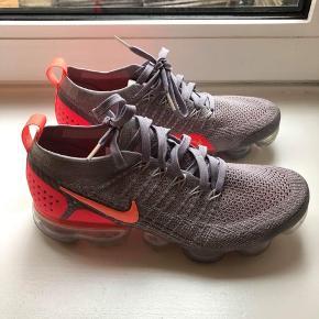 Nike 402/3 brugt 1-2 gange. Gode til træning.